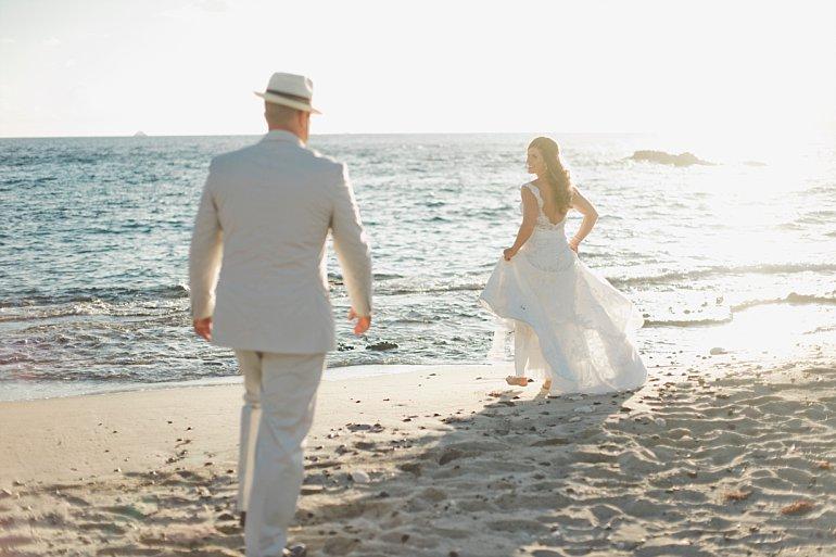 Sunset beach wedding photo idea.