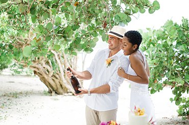 An elopement wedding at Lindquist Beach